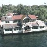 Capts Landing floating restaurant